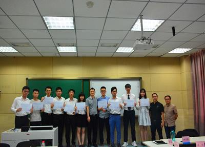 四川长江职业学院召开四川实习团总结会