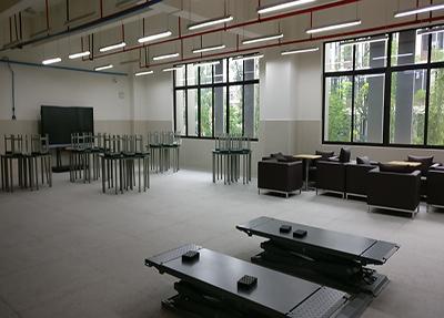 新校汽修实训室